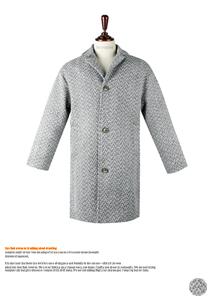 댄디한 실루엣의 누빔 루즈핏 코트
